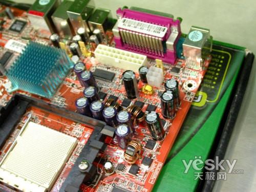 密密麻麻的元器件在主板损坏后判断带来了不便